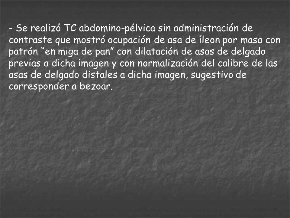 - Se realizó TC abdomino-pélvica sin administración de contraste que mostró ocupación de asa de íleon por masa con patrón en miga de pan con dilatació