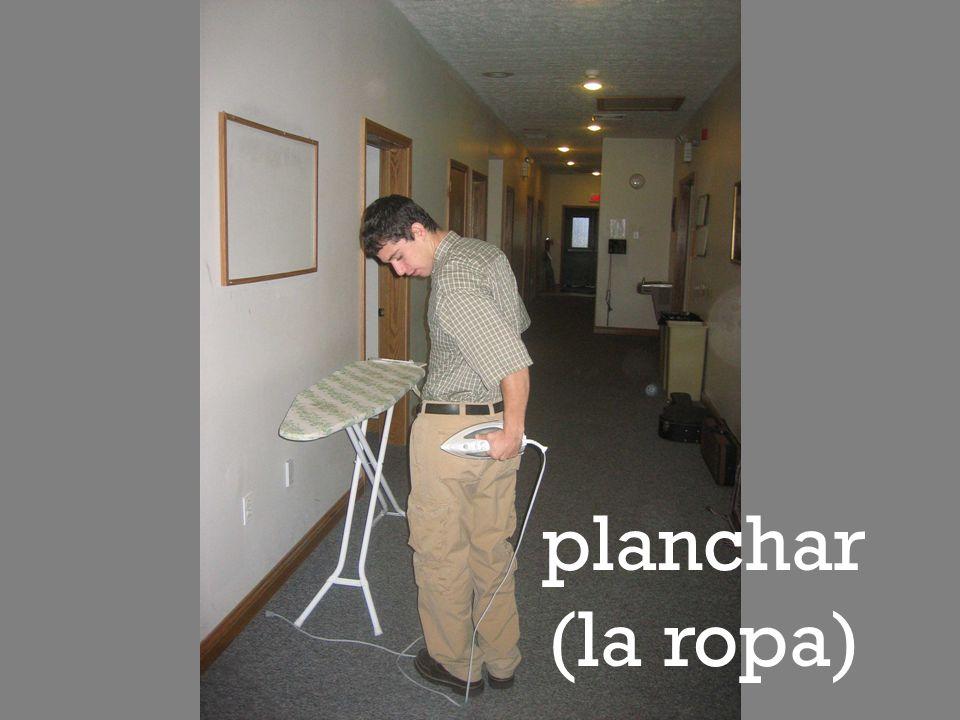 planchar (la ropa)