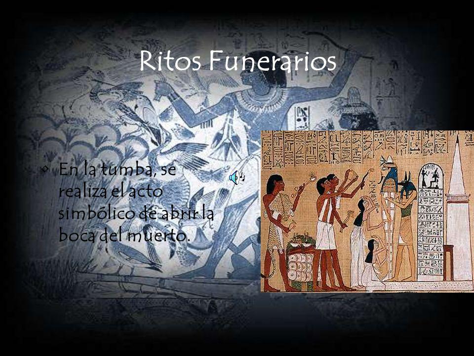 Ritos Funerarios En la tumba, se realiza el acto simbólico de abrir la boca del muerto.