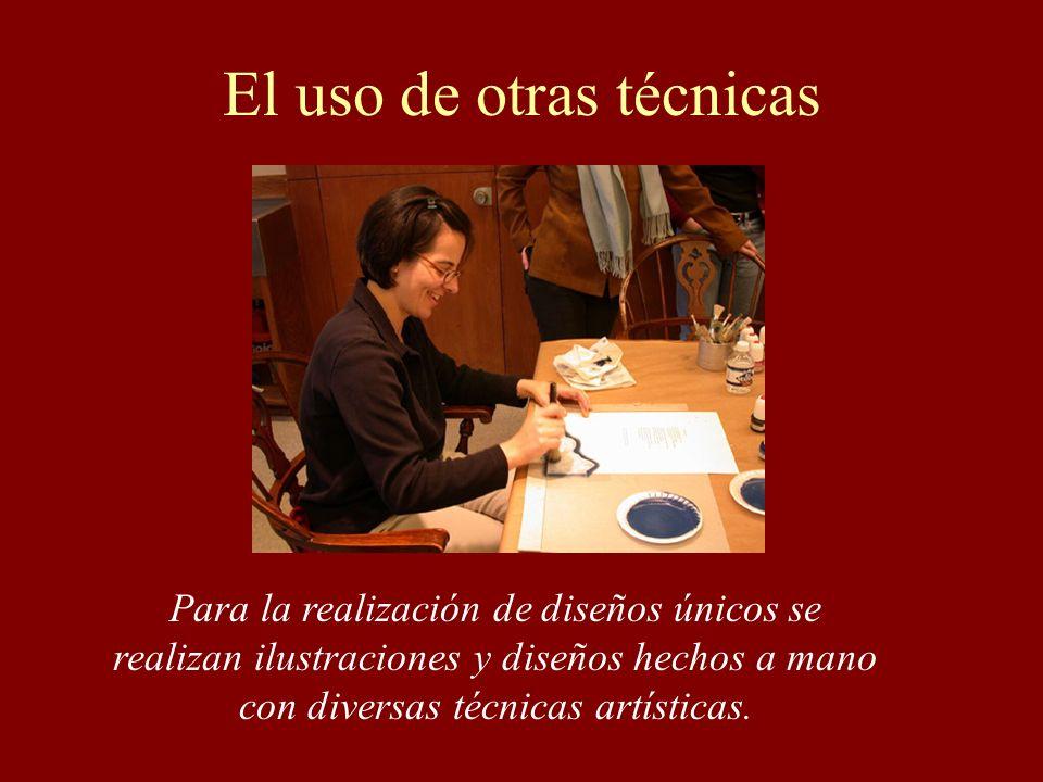 El uso de otras técnicas Para la realización de diseños únicos se realizan ilustraciones y diseños hechos a mano con diversas técnicas artísticas.