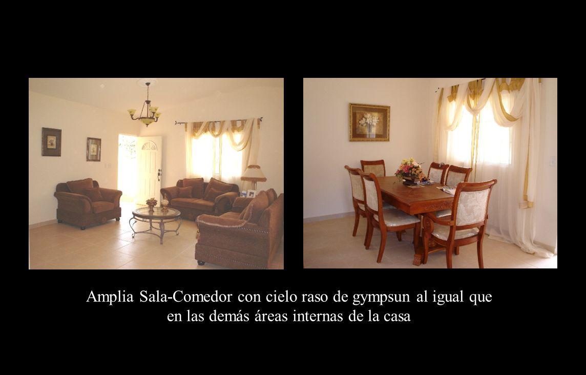 Sala - comedor Amplia Sala-Comedor con cielo raso de gympsun al igual que en las demás áreas internas de la casa