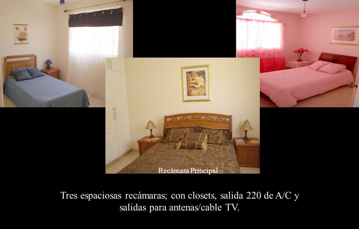 Recámaras Recámara Principal Tres espaciosas recámaras; con closets, salida 220 de A/C y salidas para antenas/cable TV.