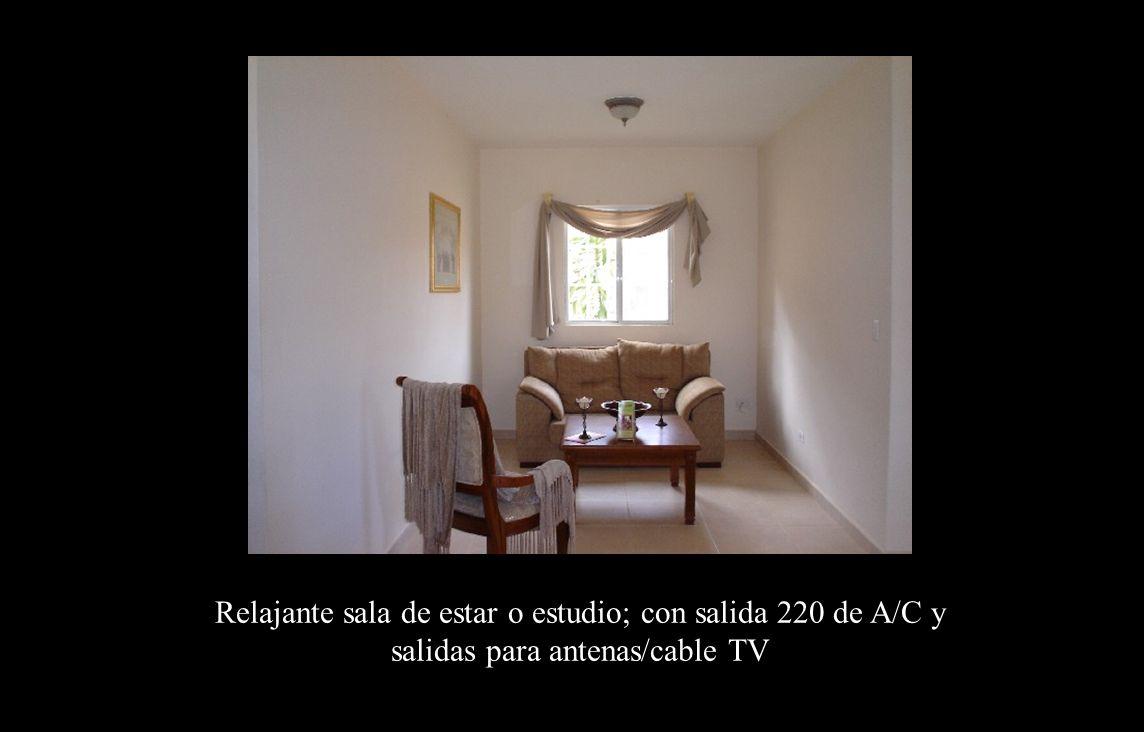 Estudio Relajante sala de estar o estudio; con salida 220 de A/C y salidas para antenas/cable TV