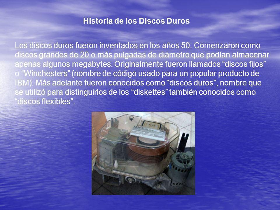 Historia de los Discos Duros Los discos duros fueron inventados en los años 50. Comenzaron como discos grandes de 20 o más pulgadas de diámetro que po