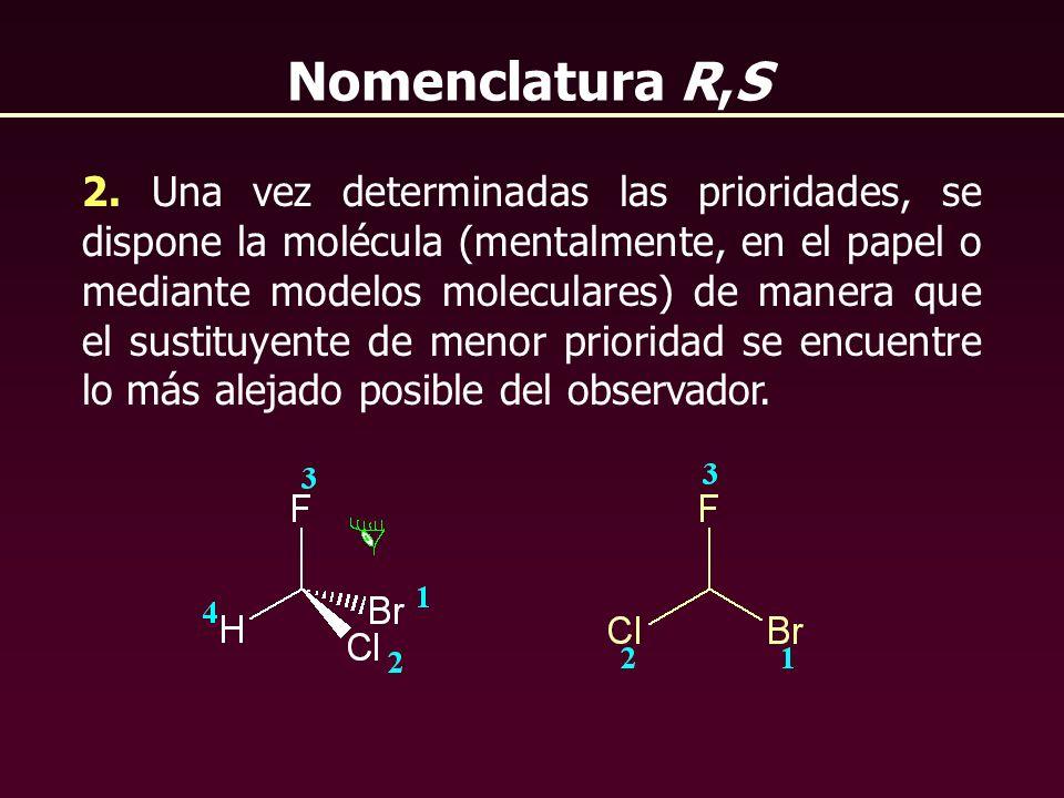 2. Una vez determinadas las prioridades, se dispone la molécula (mentalmente, en el papel o mediante modelos moleculares) de manera que el sustituyent