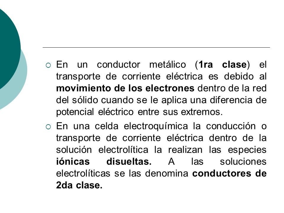 En un conductor metálico (1ra clase) el transporte de corriente eléctrica es debido al movimiento de los electrones dentro de la red del sólido cuando