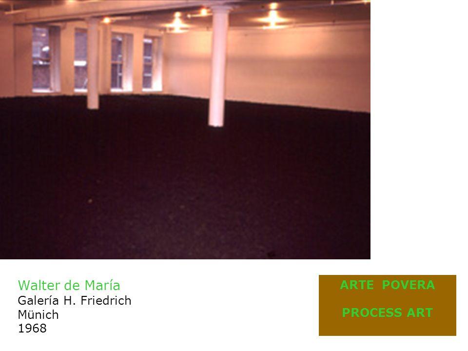 Robert Morris Fieltros 1968 Anti form (texto de Morris, 1968) 2 muestras en NY - 1968 Antiform (galería John Gibson) Nine (galería Leo Castelli)