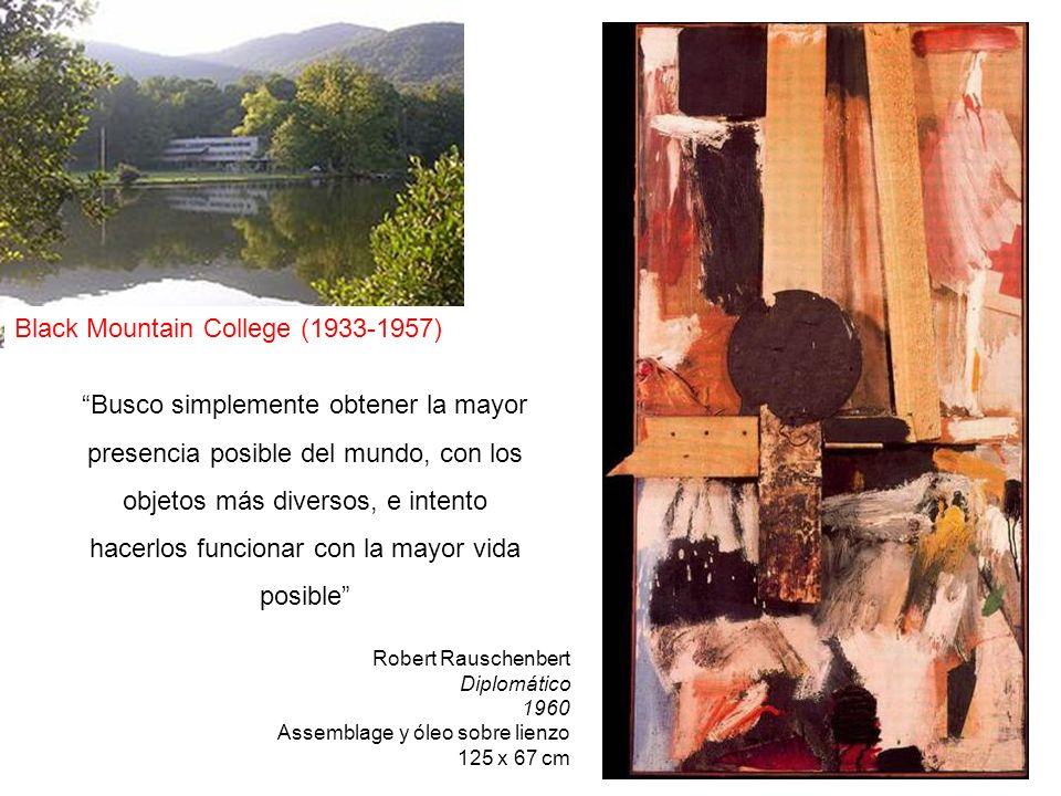 Robert Rauschenbert Diplomático 1960 Assemblage y óleo sobre lienzo 125 x 67 cm Busco simplemente obtener la mayor presencia posible del mundo, con lo