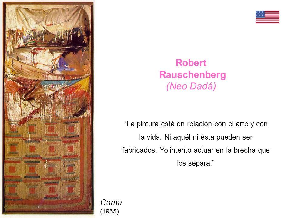 Rauschenberg Odalisca (1955-58) Combine painting, madera, tela, alambre, paja, papel, fotos, metal, gallo disecado, 4 bombillas.