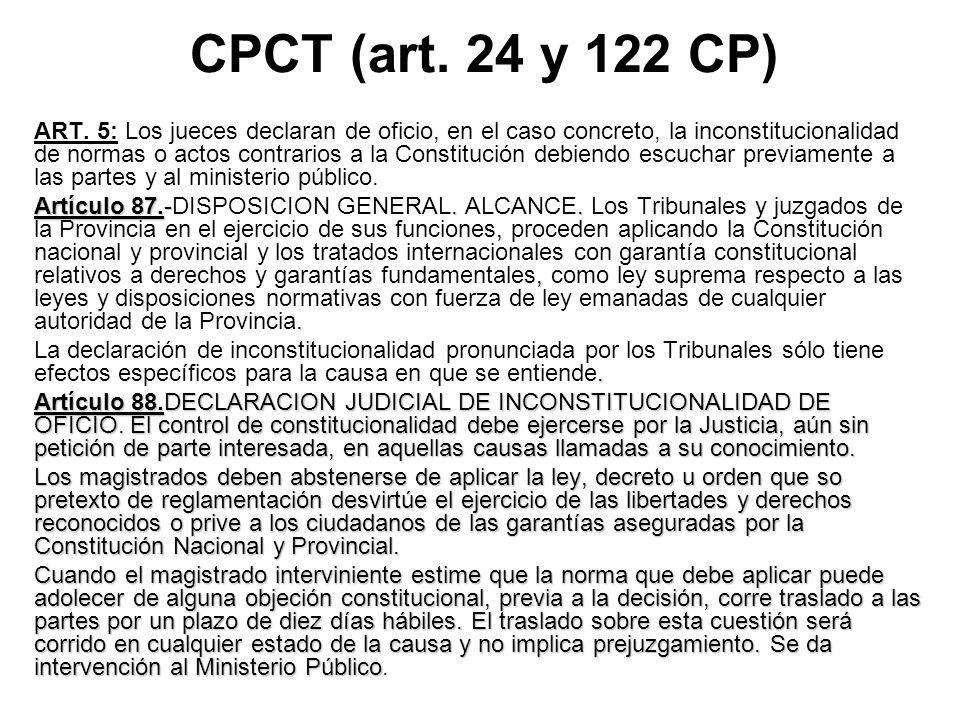 CPCT (art. 24 y 122 CP) ART. 5: Los jueces declaran de oficio, en el caso concreto, la inconstitucionalidad de normas o actos contrarios a la Constitu