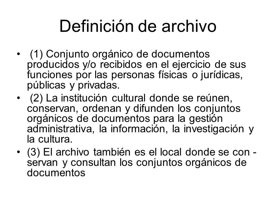 Definición de archivo (1) Conjunto orgánico de documentos producidos y/o recibidos en el ejercicio de sus funciones por las personas físicas o jurídic