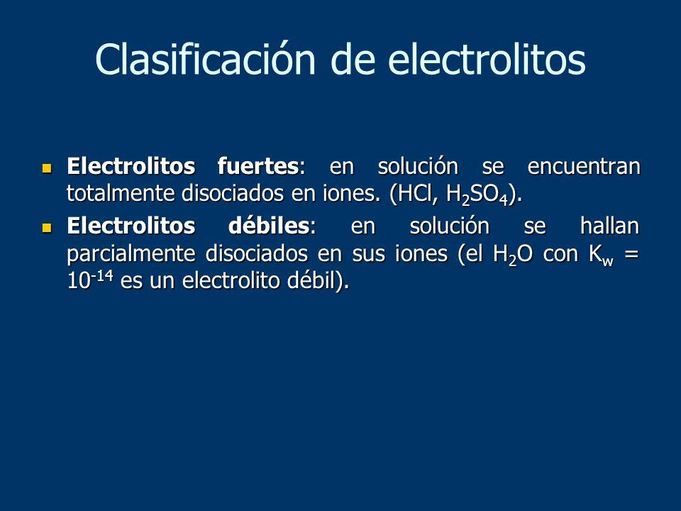Clasificación de electrolitos Electrolitos fuertes: en solución se encuentran totalmente disociados en iones. (HCl, H 2 SO 4 ). Electrolitos fuertes: