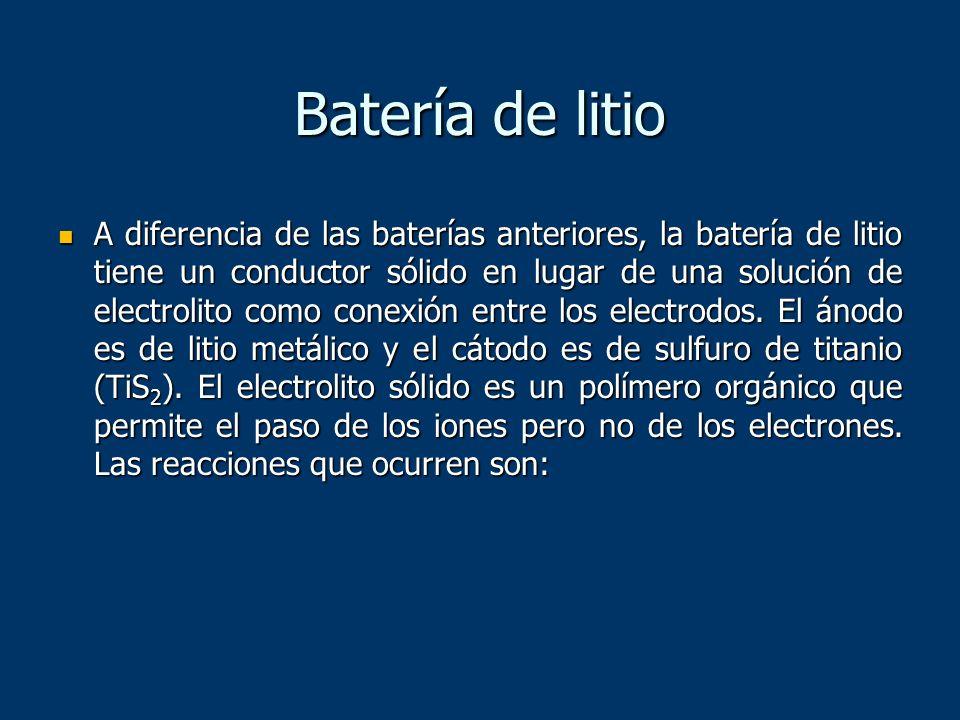 Batería de litio A diferencia de las baterías anteriores, la batería de litio tiene un conductor sólido en lugar de una solución de electrolito como c
