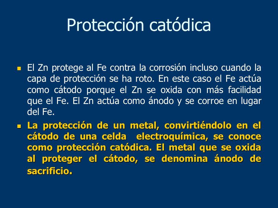 El Zn protege al Fe contra la corrosión incluso cuando la capa de protección se ha roto. En este caso el Fe actúa como cátodo porque el Zn se oxida co