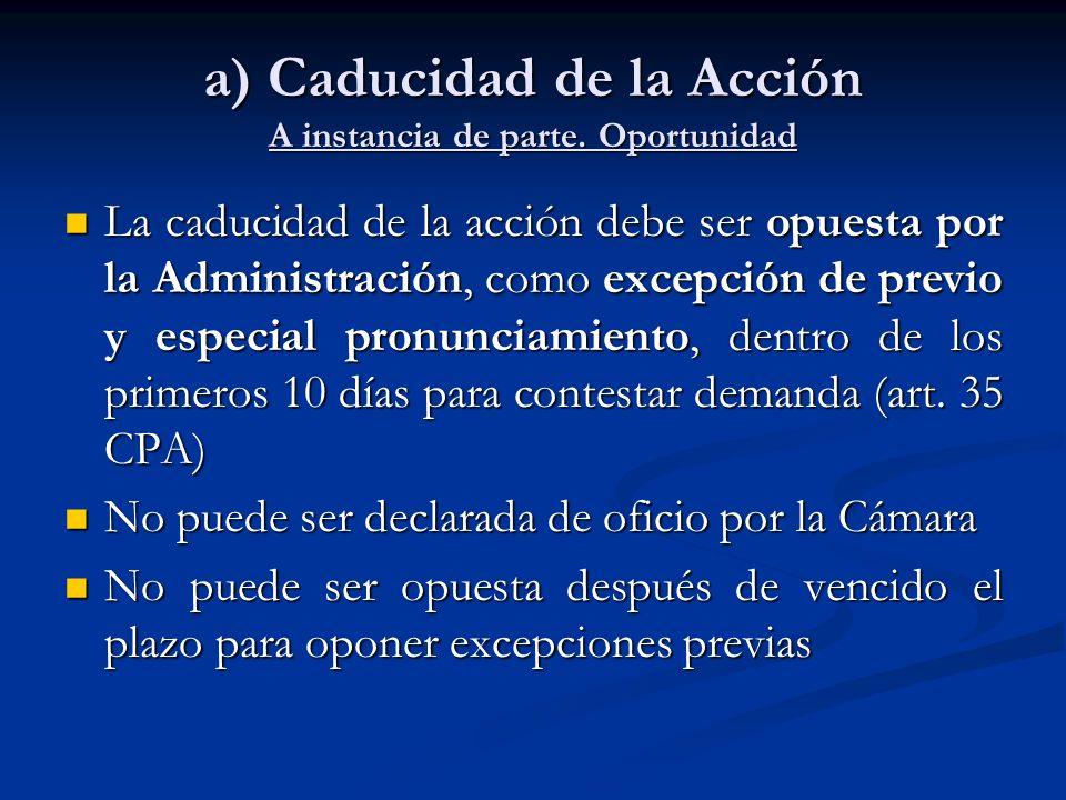 a) Caducidad de la Acción A instancia de parte. Oportunidad La caducidad de la acción debe ser opuesta por la Administración, como excepción de previo