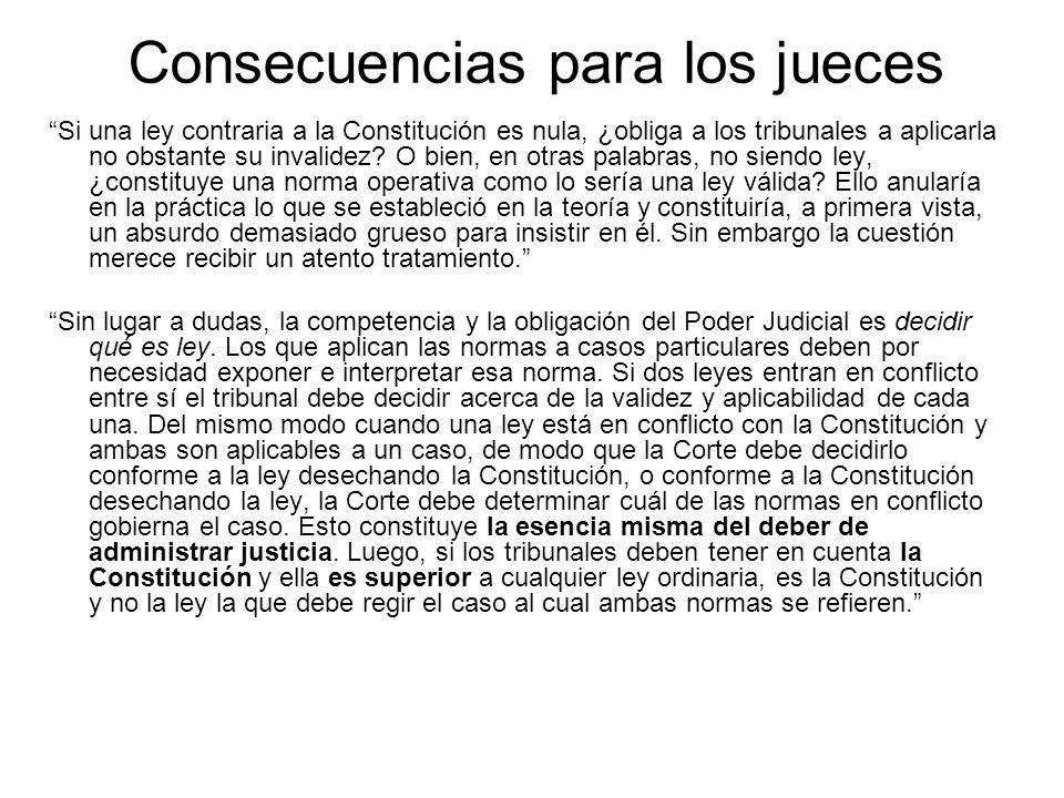 Consecuencias para los jueces Si una ley contraria a la Constitución es nula, ¿obliga a los tribunales a aplicarla no obstante su invalidez? O bien, e
