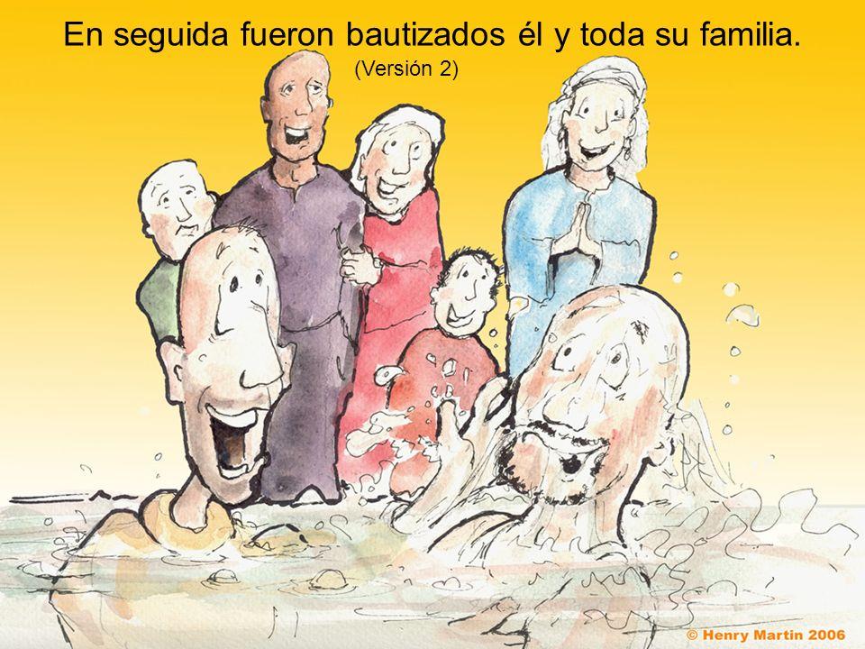 En seguida fueron bautizados él y toda su familia. (Versión 2)