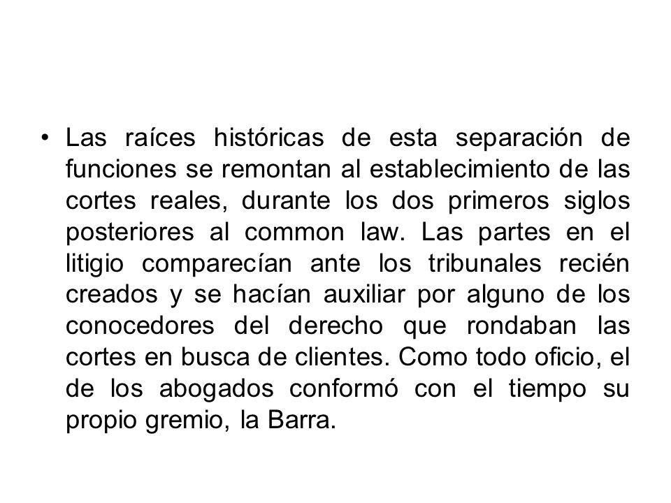 Las raíces históricas de esta separación de funciones se remontan al establecimiento de las cortes reales, durante los dos primeros siglos posteriores