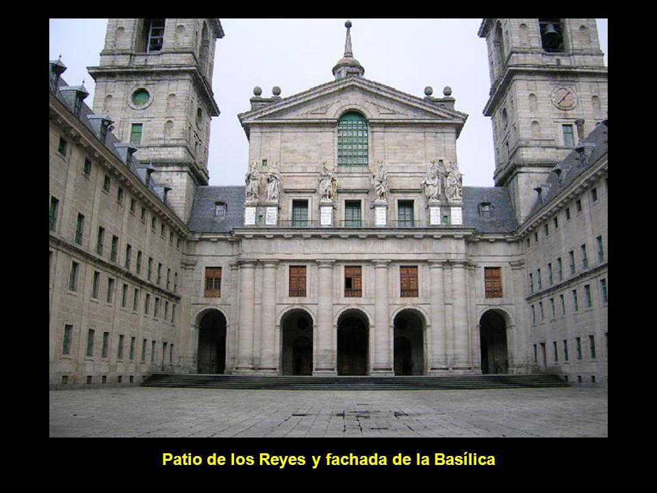 Patio de los Reyes y fachada de la Basílica