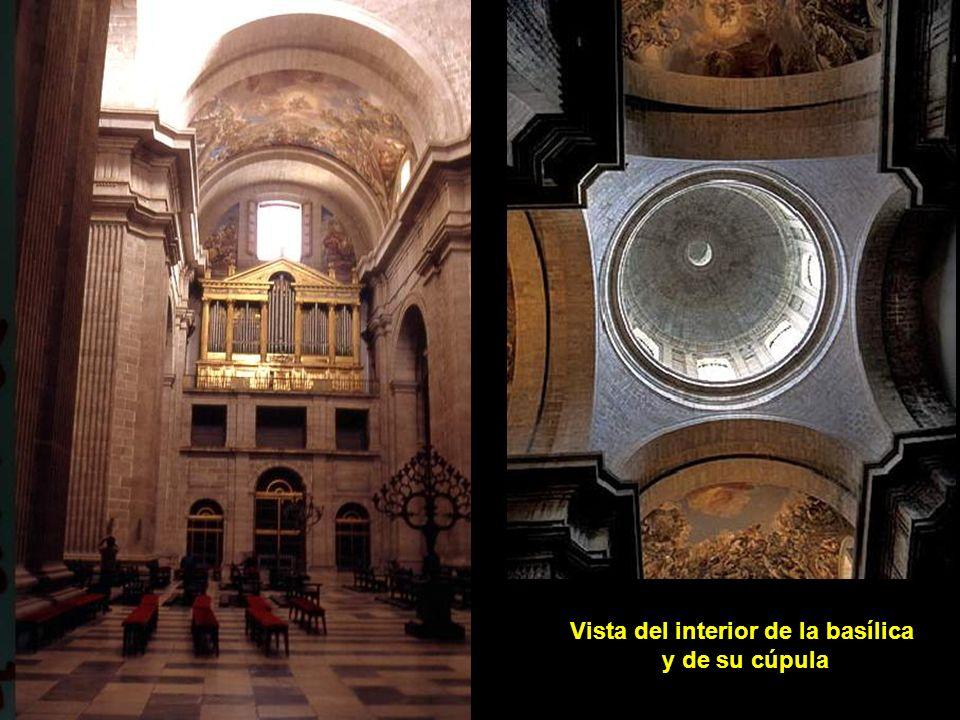 Vista del interior de la basílica y de su cúpula