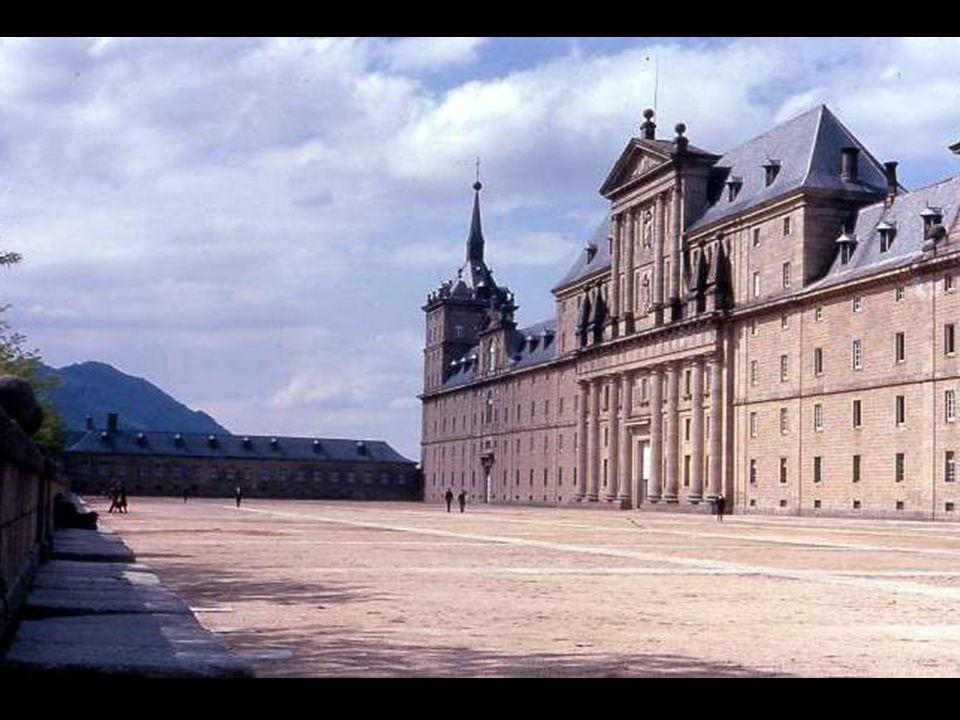 El conjunto, símbolo del Estado Universal de Felipe II, el Imperio donde no se ponía el sol, acusa frialdad y un desmesurado racionalismo.