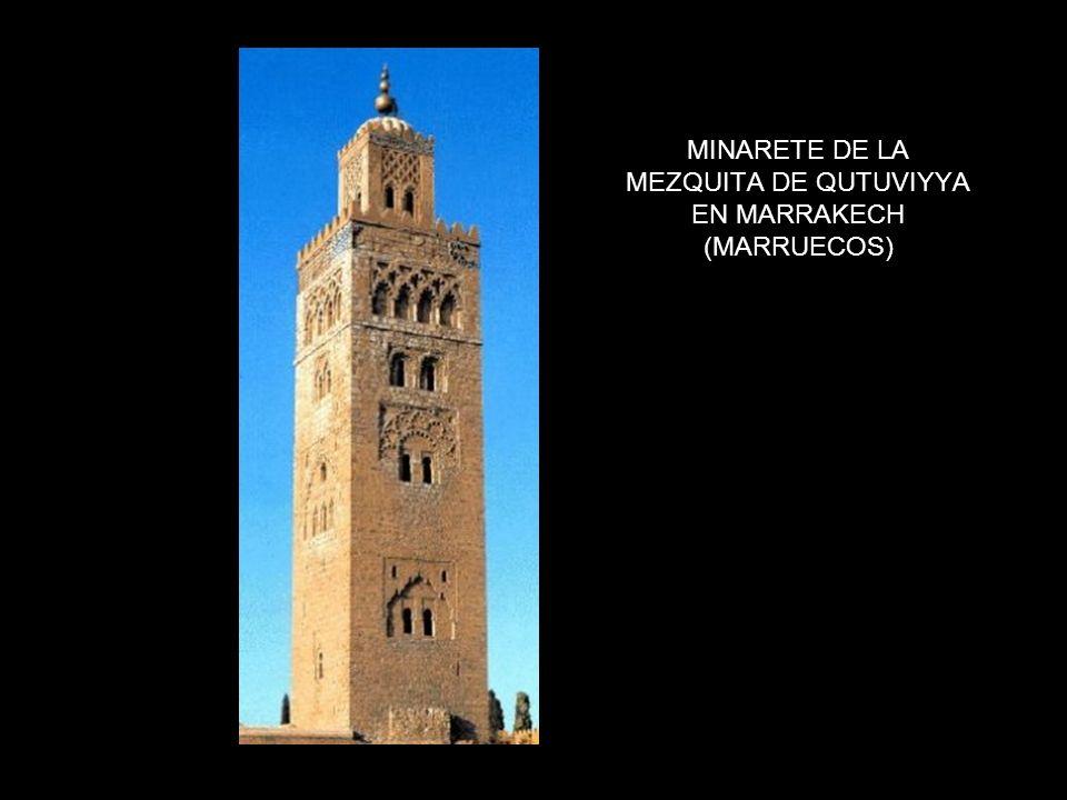 MINARETE DE LA MEZQUITA DE QUTUVIYYA EN MARRAKECH (MARRUECOS)