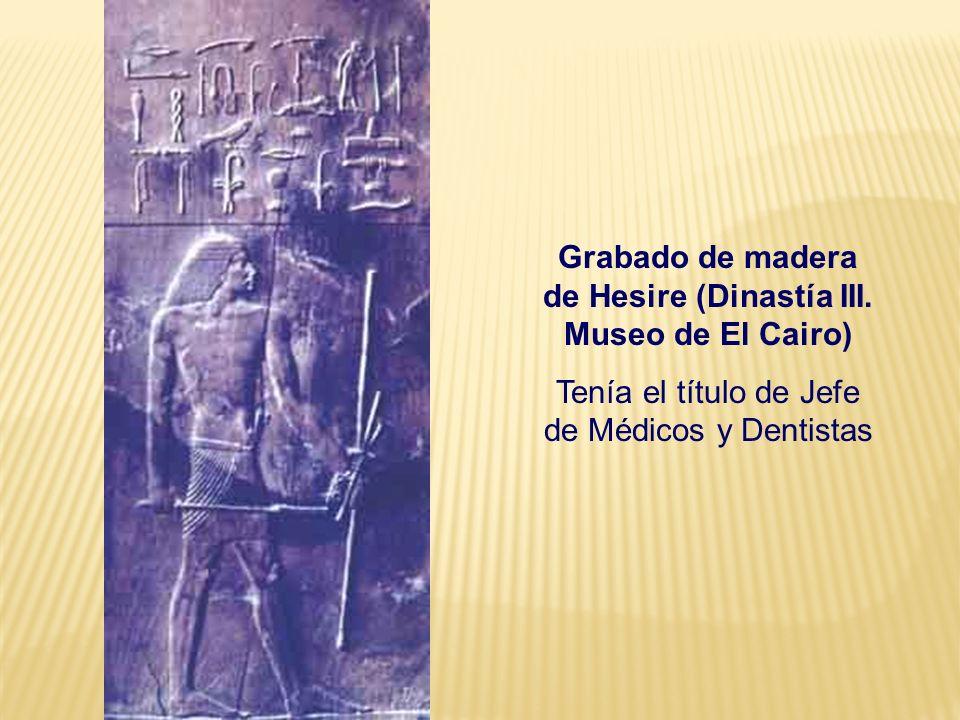 Grabado de madera de Hesire (Dinastía III. Museo de El Cairo) Tenía el título de Jefe de Médicos y Dentistas