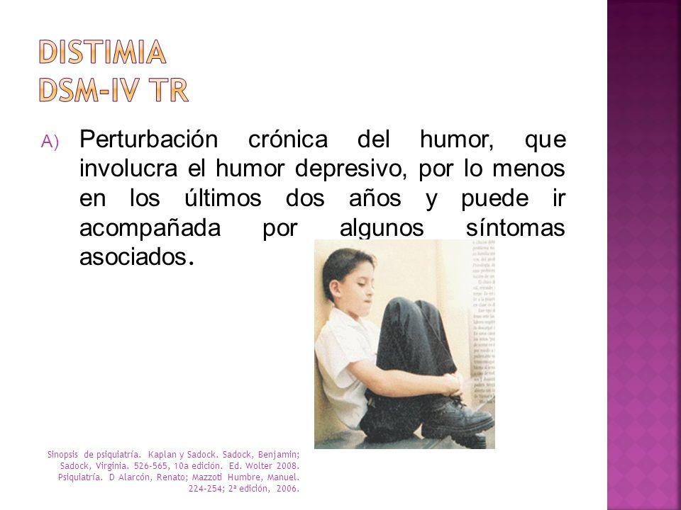 A) Perturbación crónica del humor, que involucra el humor depresivo, por lo menos en los últimos dos años y puede ir acompañada por algunos síntomas a