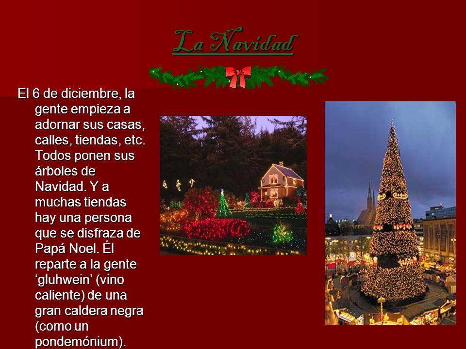 La Navidad El 6 de diciembre, la gente empieza a adornar sus casas, calles, tiendas, etc.