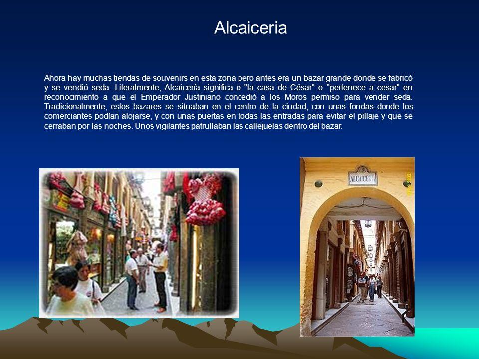 Alcaiceria Ahora hay muchas tiendas de souvenirs en esta zona pero antes era un bazar grande donde se fabricó y se vendió seda.