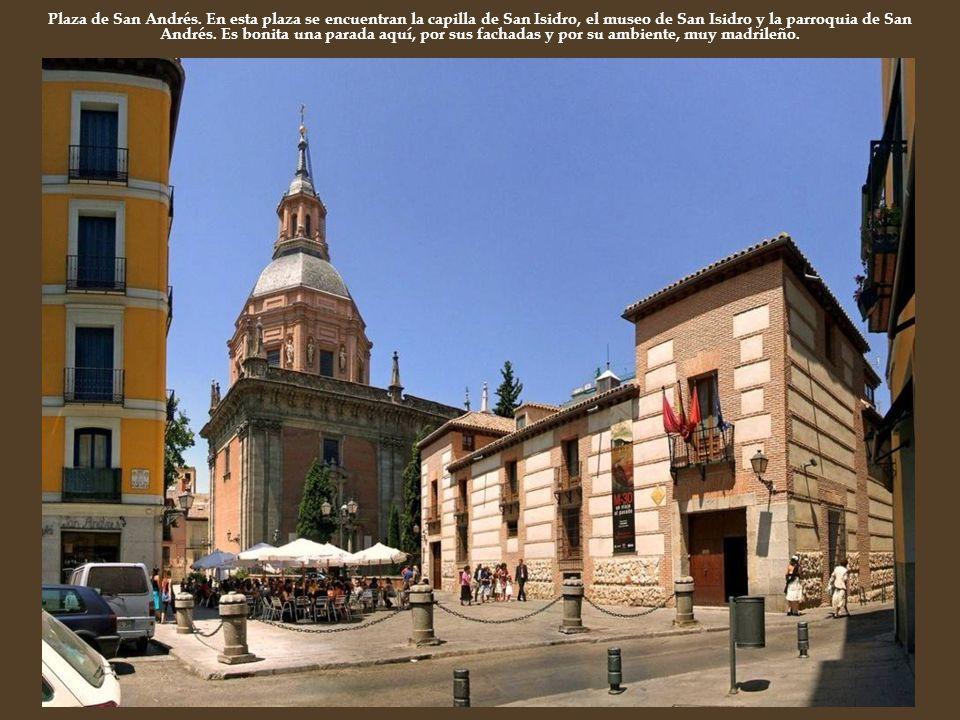 Plaza de San Andrés. En esta plaza se encuentran la capilla de San Isidro, el museo de San Isidro y la parroquia de San Andrés. Es bonita una parada a