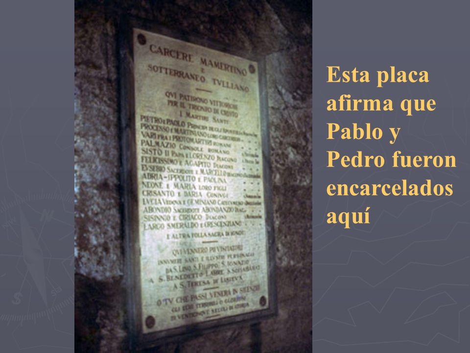 Esta placa afirma que Pablo y Pedro fueron encarcelados aquí