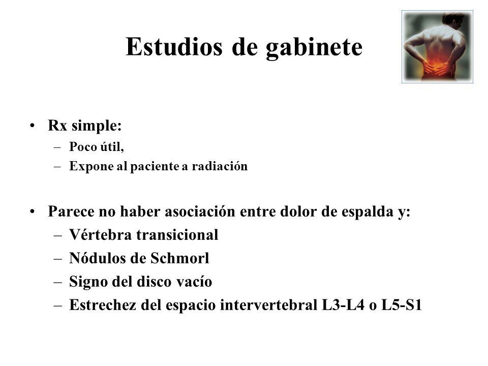 Estudios de gabinete Rx simple: –Poco útil, –Expone al paciente a radiación Parece no haber asociación entre dolor de espalda y: –Vértebra transiciona