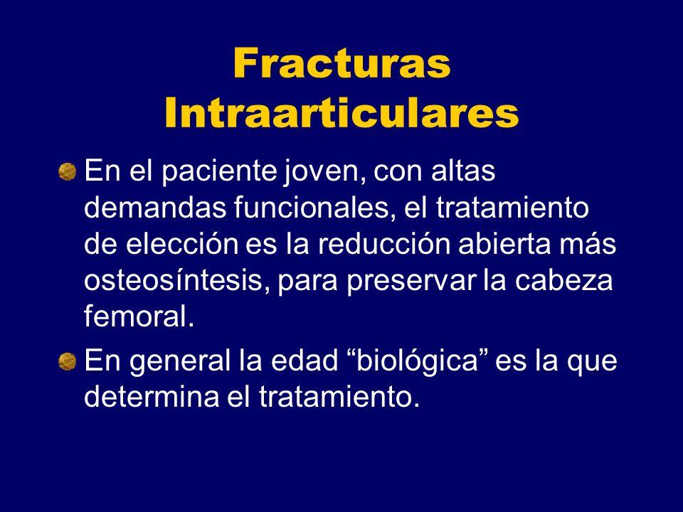 Fracturas Intraarticulares En el paciente joven, con altas demandas funcionales, el tratamiento de elección es la reducción abierta más osteosíntesis, para preservar la cabeza femoral.
