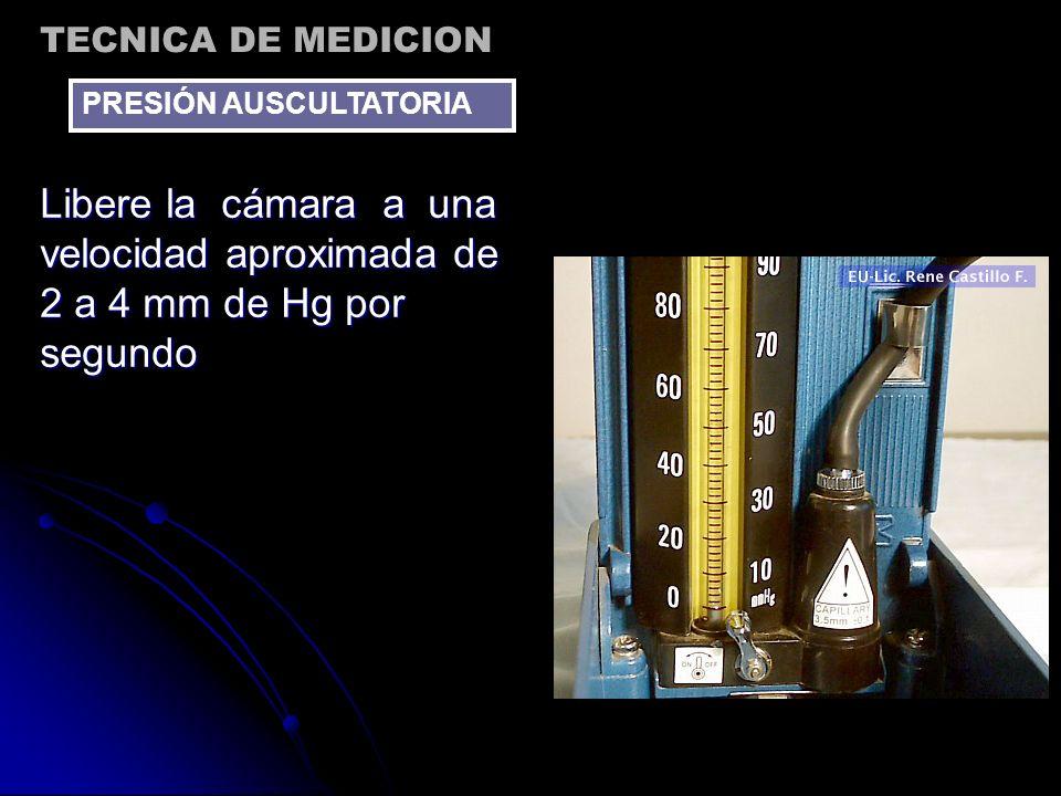 Libere la cámara a una velocidad aproximada de 2 a 4 mm de Hg por segundo TECNICA DE MEDICION PRESIÓN AUSCULTATORIA