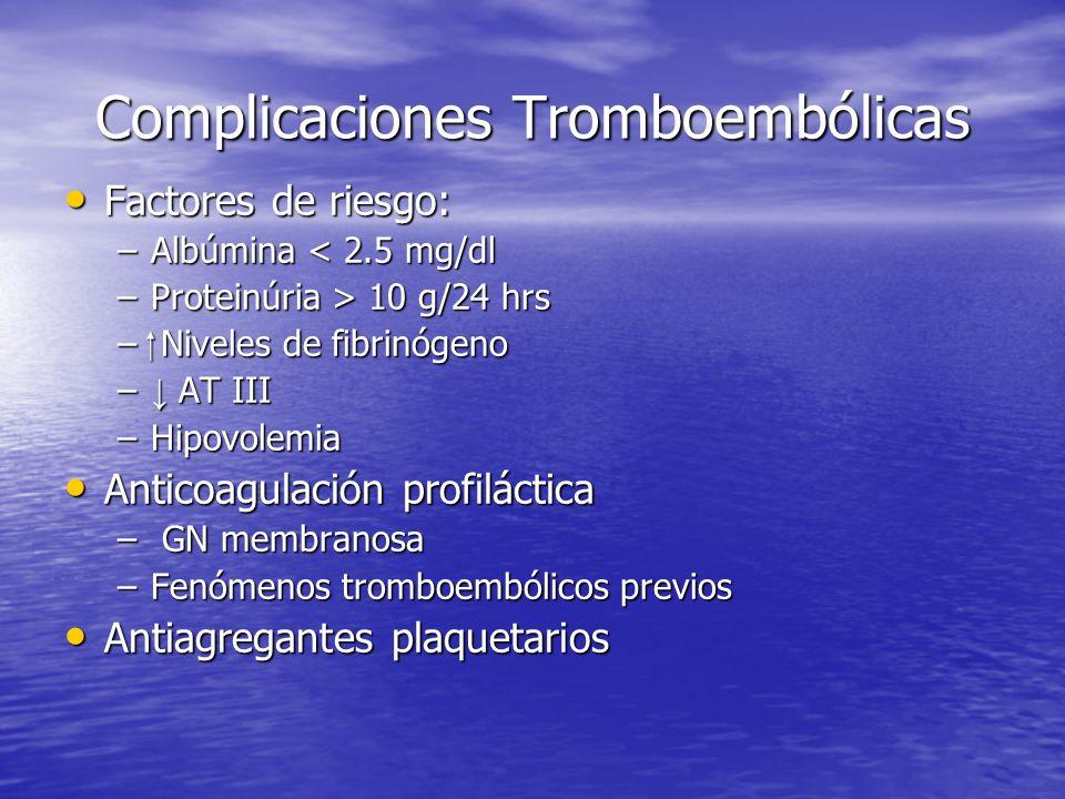 Complicaciones Tromboembólicas Factores de riesgo: Factores de riesgo: –Albúmina < 2.5 mg/dl –Proteinúria > 10 g/24 hrs – Niveles de fibrinógeno – AT