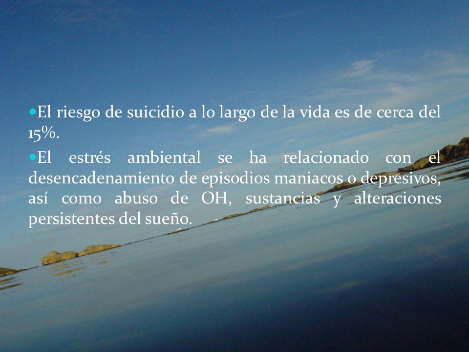 El riesgo de suicidio a lo largo de la vida es de cerca del 15%. El estrés ambiental se ha relacionado con el desencadenamiento de episodios maniacos