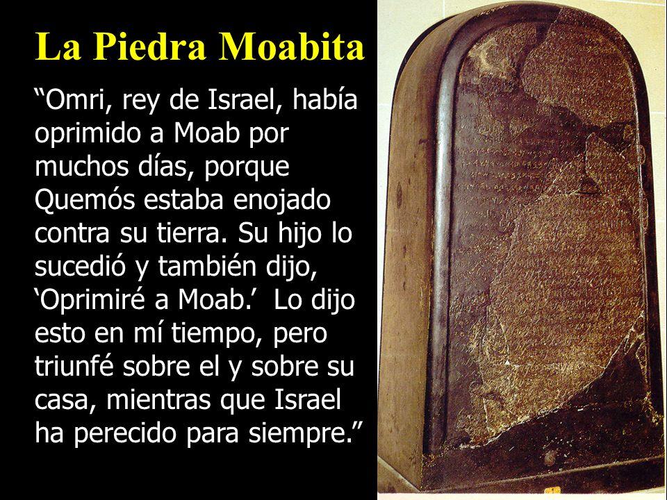 La Piedra Moabita Omri, rey de Israel, había oprimido a Moab por muchos días, porque Quemós estaba enojado contra su tierra. Su hijo lo sucedió y tamb