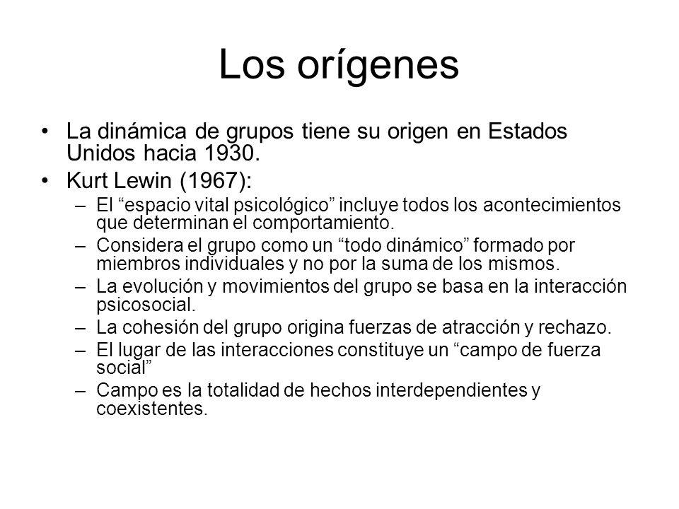 Los orígenes La dinámica de grupos tiene su origen en Estados Unidos hacia 1930. Kurt Lewin (1967): –El espacio vital psicológico incluye todos los ac