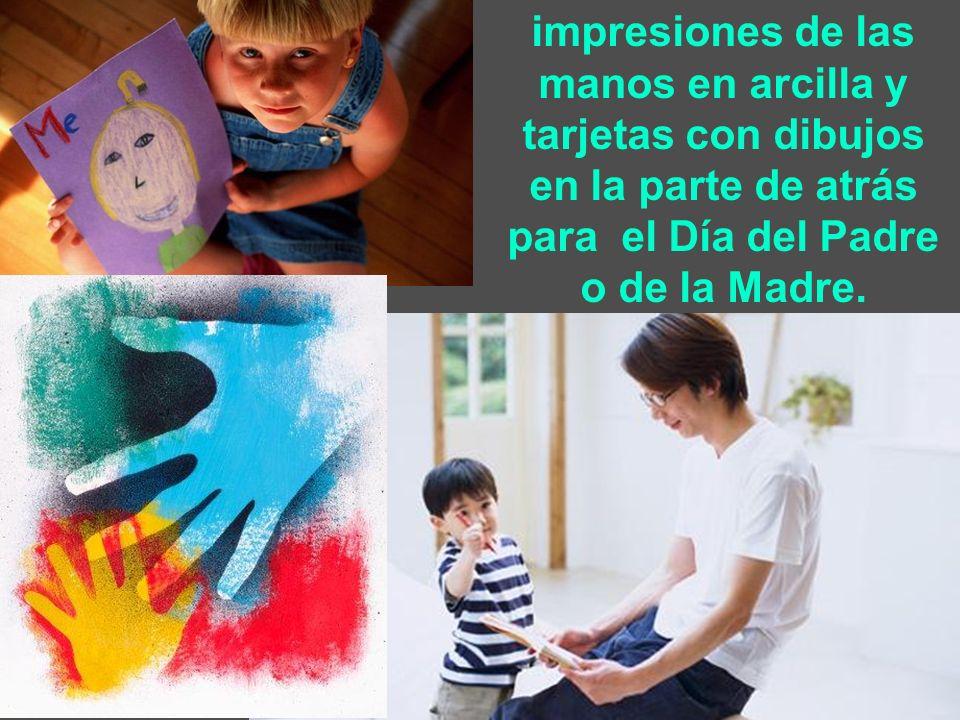 impresiones de las manos en arcilla y tarjetas con dibujos en la parte de atrás para el Día del Padre o de la Madre.