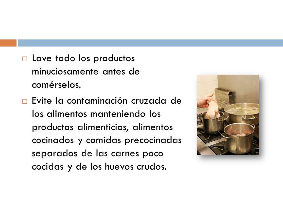 Lave todo los productos minuciosamente antes de comérselos. Evite la contaminación cruzada de los alimentos manteniendo los productos alimenticios, al
