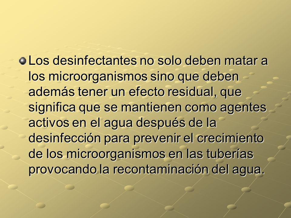 Los desinfectantes no solo deben matar a los microorganismos sino que deben además tener un efecto residual, que significa que se mantienen como agent