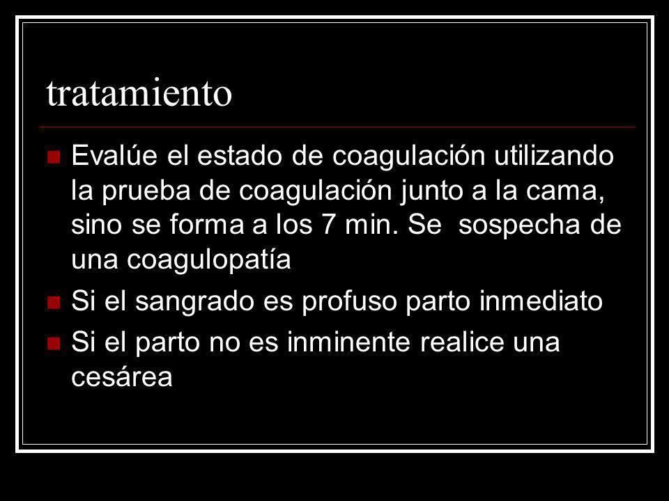 tratamiento Evalúe el estado de coagulación utilizando la prueba de coagulación junto a la cama, sino se forma a los 7 min. Se sospecha de una coagulo