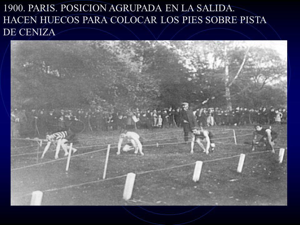 1900. PARIS. POSICION AGRUPADA EN LA SALIDA. HACEN HUECOS PARA COLOCAR LOS PIES SOBRE PISTA DE CENIZA