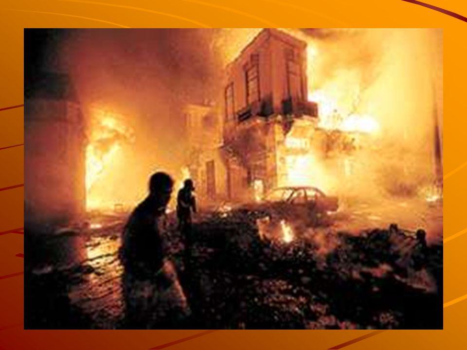 TRIAGE - RIESGOS La identificación exacta de las víctimas con mayor riesgo en la escena es difícil por lo siguiente: * Condiciones adversas del terreno.