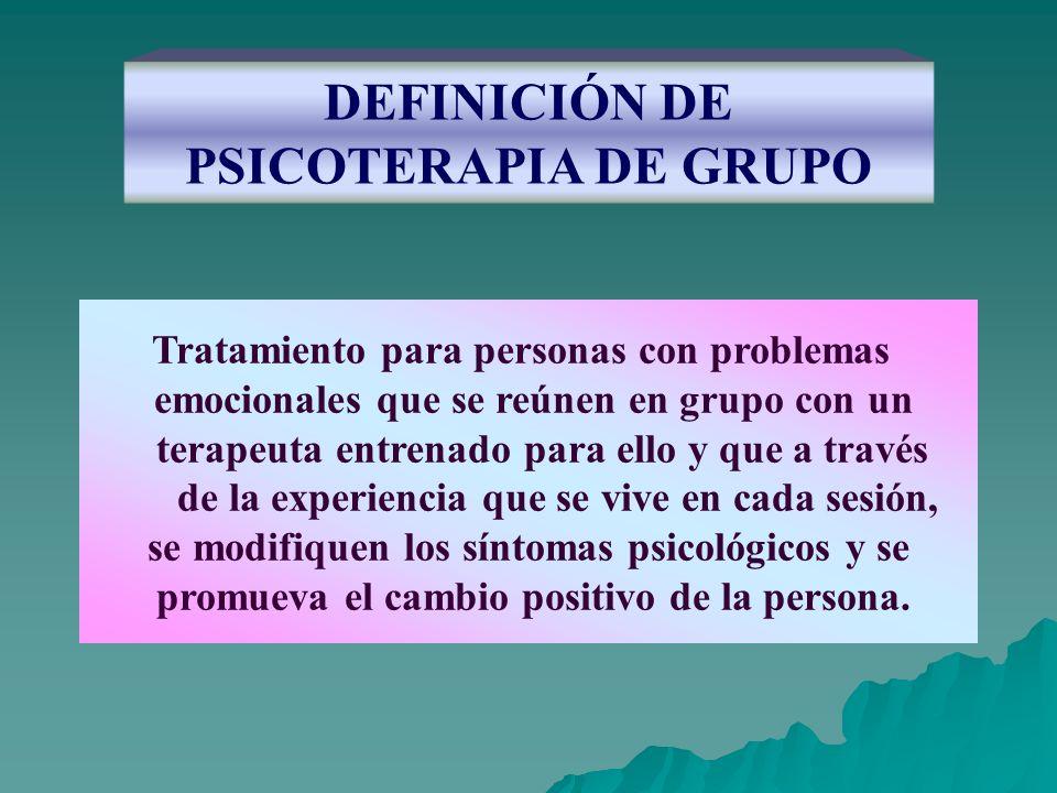 DEFINICIÓN DE PSICOTERAPIA DE GRUPO Tratamiento para personas con problemas emocionales que se reúnen en grupo con un terapeuta entrenado para ello y
