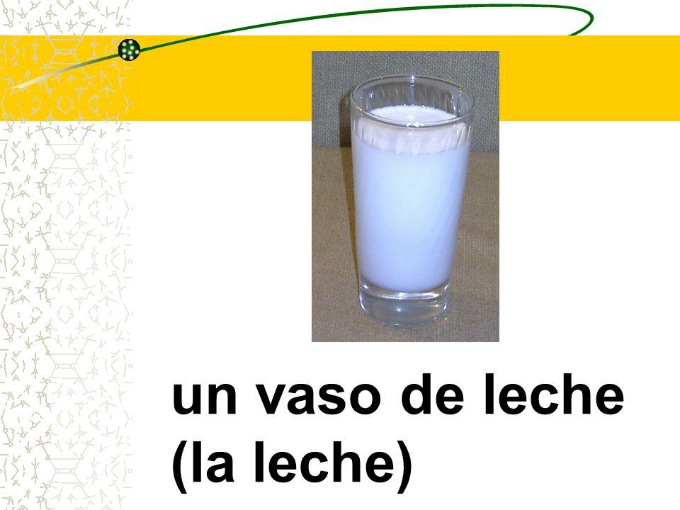 un vaso de leche (la leche)