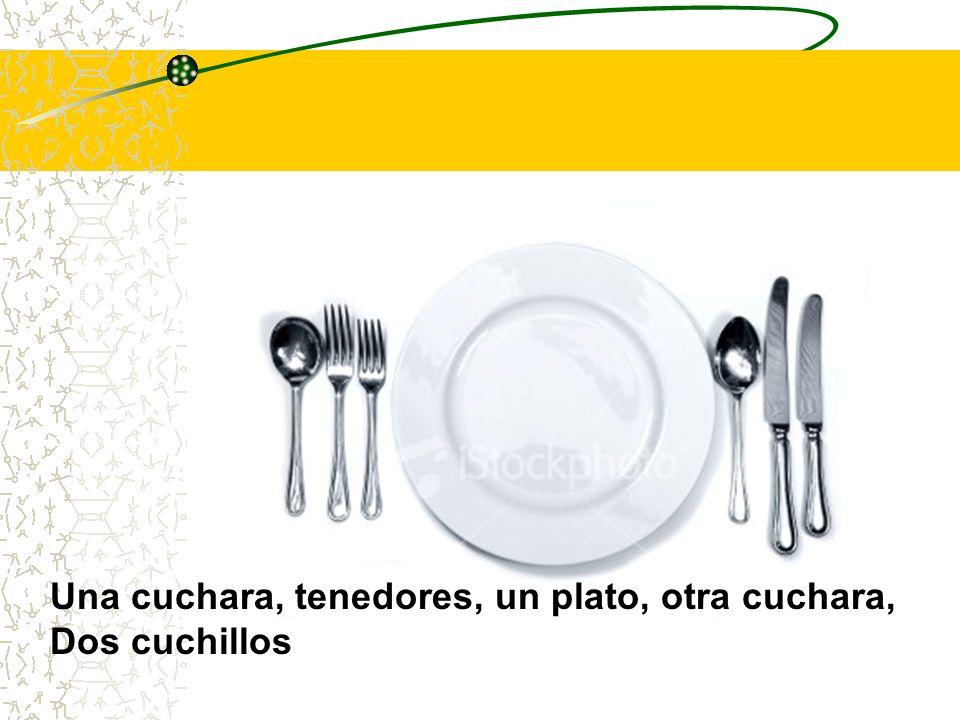 Una cuchara, tenedores, un plato, otra cuchara, Dos cuchillos
