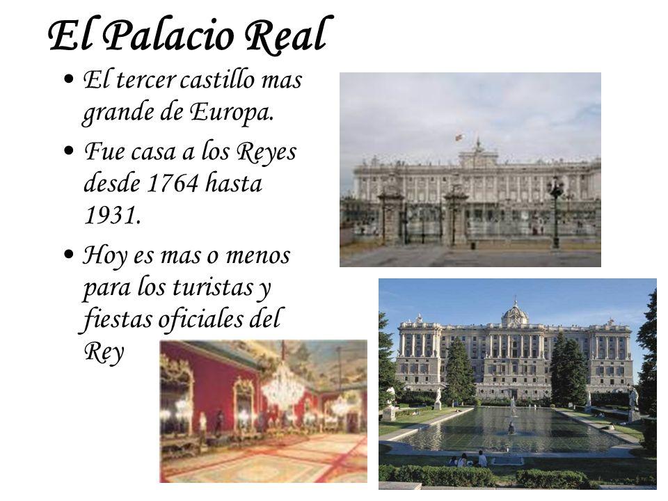 El Palacio Real El tercer castillo mas grande de Europa. Fue casa a los Reyes desde 1764 hasta 1931. Hoy es mas o menos para los turistas y fiestas of