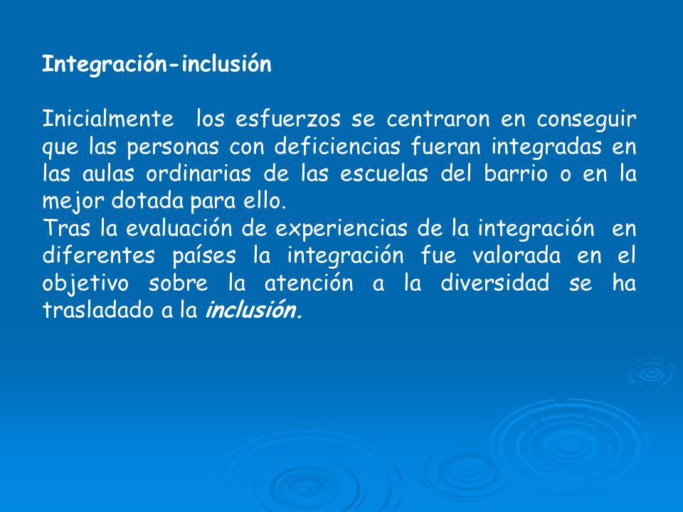 Integración-inclusión Inicialmente los esfuerzos se centraron en conseguir que las personas con deficiencias fueran integradas en las aulas ordinarias